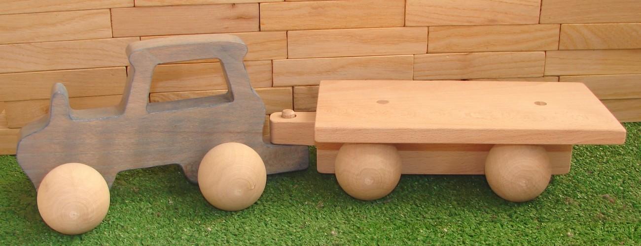 Le Tracteur en bois avec sa remorque